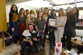 mekan.com Kahve Kulübü 2015'in En İyi Mekanları Yarışmamızda En İyi Hayvan Dostu Mekan Seçilen MOC İstanbul'da