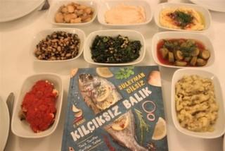 mekan.com Kitap Kulübü ''Kılçıksız Balık'' İle Giritli Restoran'daydı!