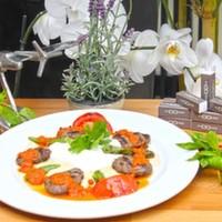 Izgara köfte,Patates kızartması,Közlenmiş domates,Biber ve Yoğurt ile