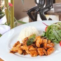 Tavuk göğsü,Mantar,Kırmızı kapya,Yeşil biber,Barbekü sos ve Pilav eşliğinde