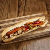 150 gr özel sos ile marine edilmiş tavuk parçaları, ızgara sebze ve taze kaşar