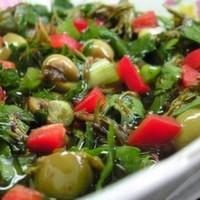 Yeşil kırma zeytin, cherry domates, nar ekşisi, maydanoz, zeytinyağı, özel sos, isteğe göre sarımsak