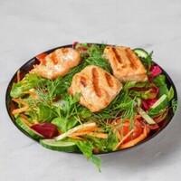 Mevsim yeşillikleri üzerine Izgara edilmiş Somon / Grilled salmon on greens