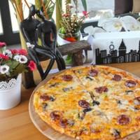 Pepperoni,Mantar,Mozarella peyniri,Renkli Biberler,Mısır,Siyah zeytin,Pizza sosu