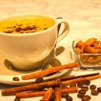 Sahlep ve espresso (Tarçın ve badem ile servis edilir.)