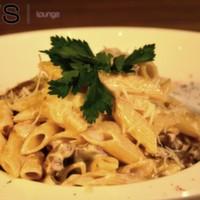 Jülyen doğranmış bonfile parçaları, mantar, krema, pesto sos, parmesan peyniri