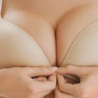 Göğüs Lifting kürü , özellikle kilo alıp verme , emzirme ve doğal yaşlanma süreci içinde sarkmış, diriliğini kaybetmiş göğüs dokusunun dikleşmesini ve sıkılaşmasını sağlar.
