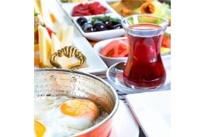 Gölbaşı Taşhan Restaurant'ta Göle Karşı Serpme Kahvaltı Menüsü