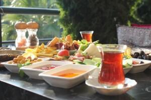 Verona Cafe Sınırsız Çay Eşliğinde Serpme Kahvaltı