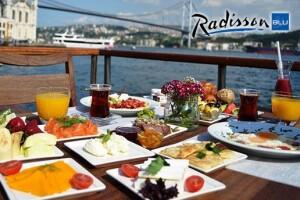 Radisson Blu Bosphorus Hotel'de Boğaza Nazır Açık Büfe Kahvaltı Keyfi