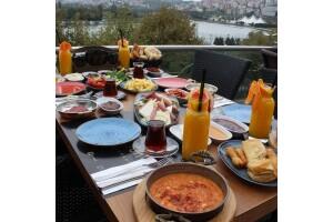Long Lounge Cafe Restaurant'tan 2 Kişilik Enfes Serpme Kahvaltı