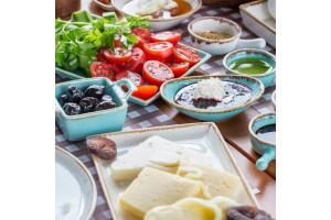 Ağva Alesta Butik Otel'de Nehir Kenarında Enfes Serpme Kahvaltı